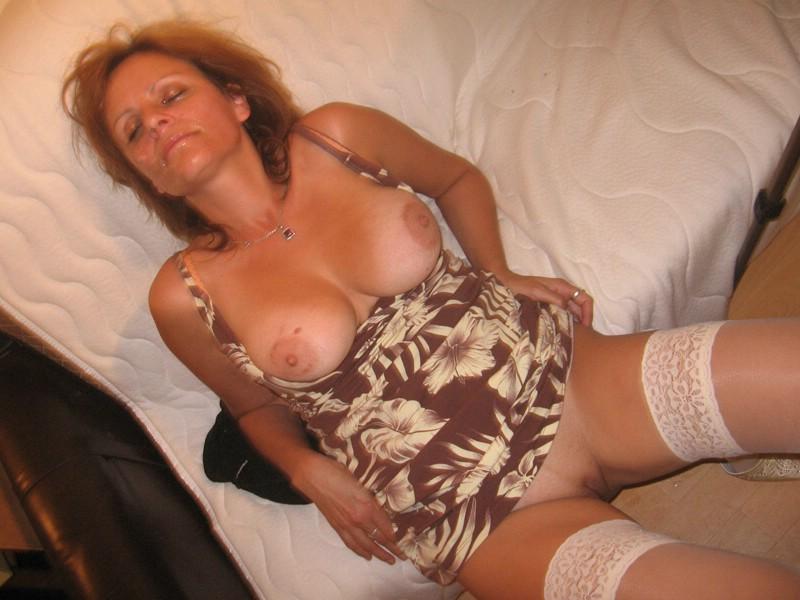 Hot brunette pleasures herself